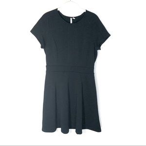 Elle dress black fit and flare short sleeve medium